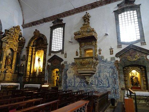 Interior: lado de la epístola