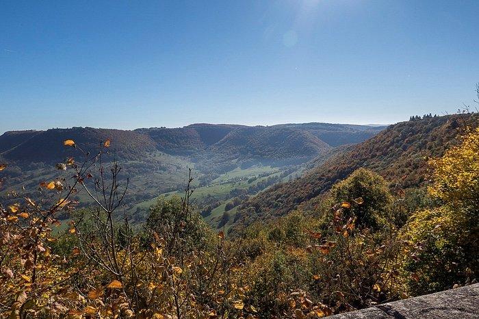 Blick von der Burgmauer ins Tal