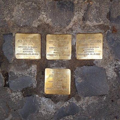 """""""Stolpersteine"""" (in italiano Pietre di Inciampo) pietre per ricordare"""