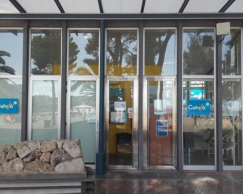 Exterior de la oficina turística / Outside the touristic office