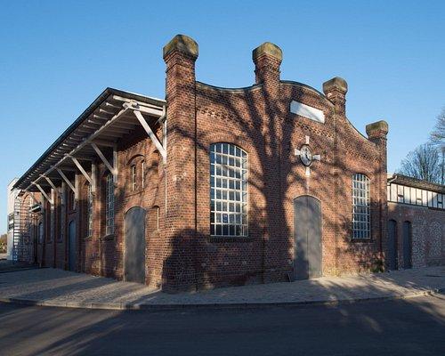 Die Fassade des Kulturzentrums erinnert an alte Zeiten.