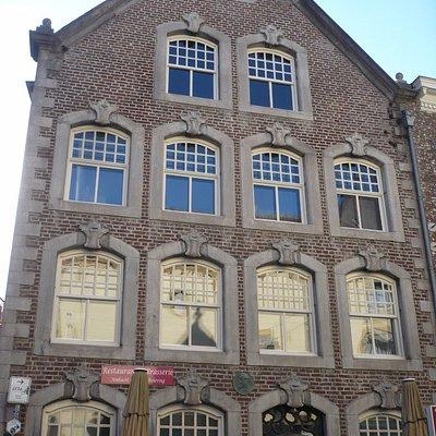 Der Marktplatz in Roermond, wo sich die Touristeninformation befindet.