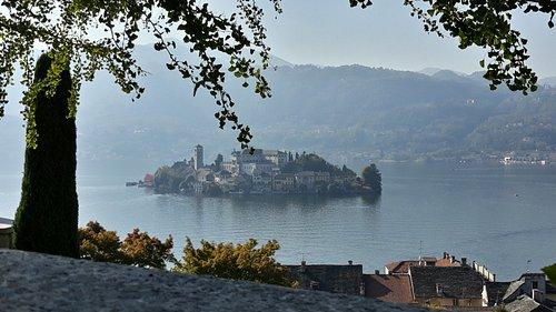 Veduta isola dal muretto del Sacro Monte