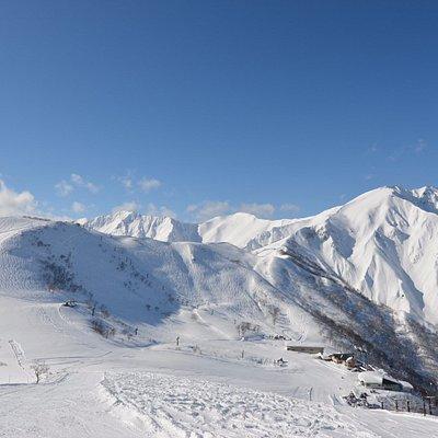 高倉山からの天神平スキー場と谷川岳