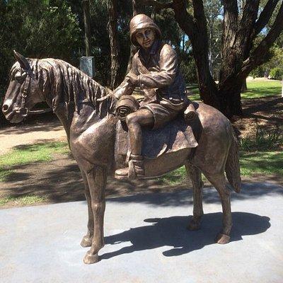 Lennie Gwyther Statue
