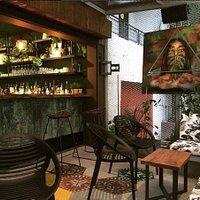 Dia o noche. Bienvenidos a nuestro oasis urbano en Pobaldo, Medellin