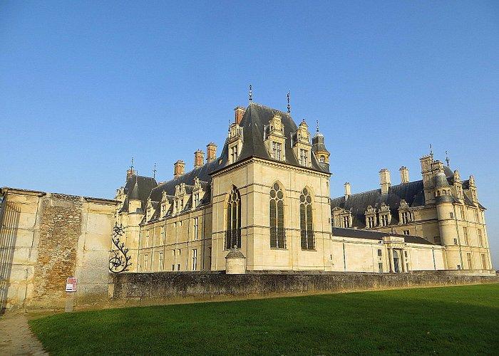 dit kasteel herbergt het Musée de la Renaissance; veel zalen met alle genres van de toegepaste k