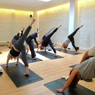 Yoga Flow Studio - Vinyasa Class