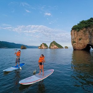 At sunrise, be the first to enjoy Los Arcos with Paddle Zone
