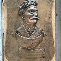 Bassorilievo dedicato al l'anniversario della scomparsa dello scrittore Emilio Salgari