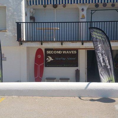 Escuela de Surfing en el club marítimo Roc de Sant Gaietá. Especialistas en Surf & Stand Up Padd