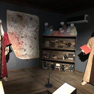 Eğitici nitelikte olan güzel bir müze. Tarihi kalıntı yok fakat balmumu heykeller elektronik tab