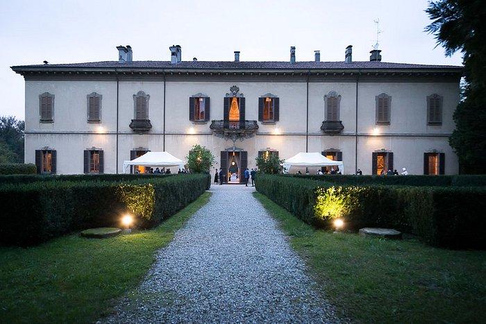 Villa Taverna al crepuscolo