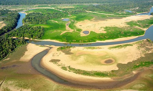 During the dry season the floodplain get unaccessable for large boats