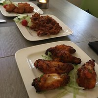 Voorgerechten. Vanv: Chicken Pakora, Onion Bhaji en Hot chicken wings