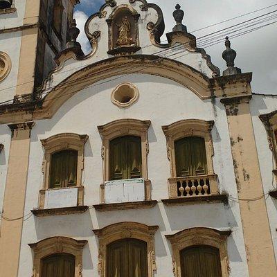Parte superior e torre sineira
