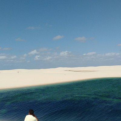 Lagoa Andorinha,  vista do alto do paredão. Um turista contemplando a paisagem!