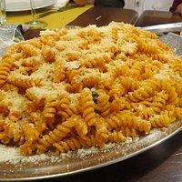 Fusilli al pomodoro, basilico e parmigiano...
