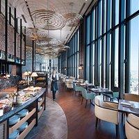 ホテル最上階40階でのご朝食をお楽しみください。