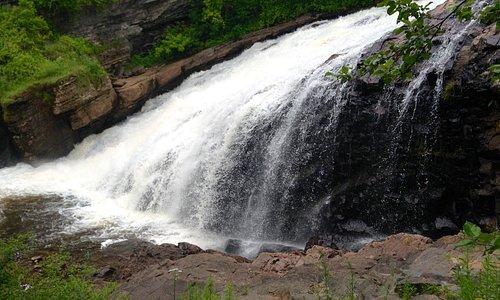 Parc linéaire de la Rivière-Saint-Charles (cascada Kebir Kouba, Wendake)