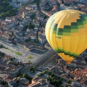 Vuelo en Globo en Segovia, al fondo el Acueducto Romano