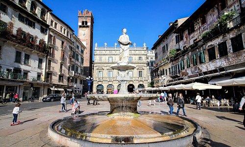 Piazza delle Erbe la fontana