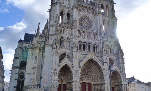 parvis de la cathédrale et cathédrale