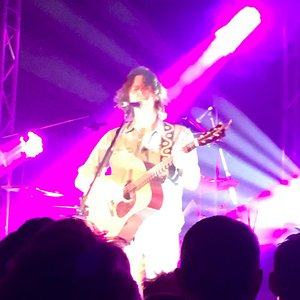 Bernard Fanning- as you can see, visibility is excellent!