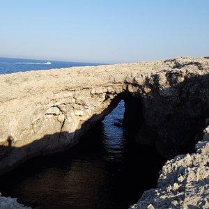 Coral lagoon/Dragonara Cave