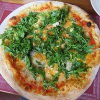 Pizza Formaggio mit Ruccola