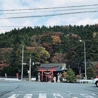小田の坂を下ったところにあります。紅葉本番はキレイだろうなと予感させてくれます。