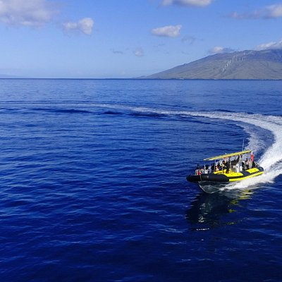 Zooming through the beautiful blue water out to Molokini!