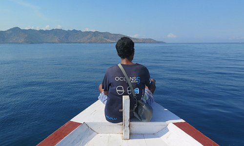 Heading out for the morning dive with Lombok on the horizon