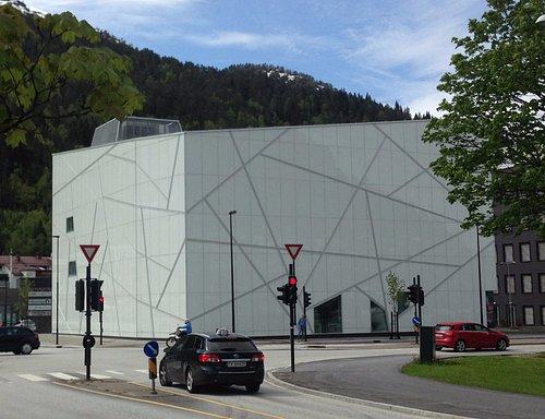 Sogn og Fjordane Kunstmuseum in early summer. Architecture by C.F. Møller.