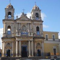 Basilica addobbata a festa