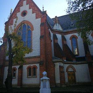 Verestemplomодин из уникаленых в Европе. Церковь  была построена из необработанного кирпича в н