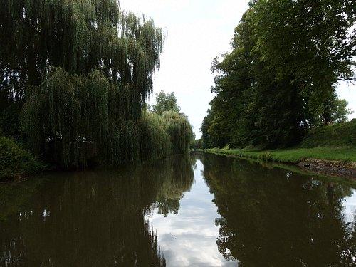 canal de roanne, à la sortie de la ville