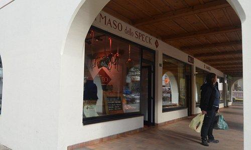 il negozio visto dalla strada