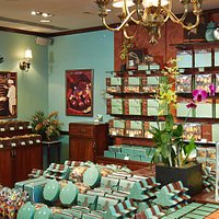Honolulu Cookie Company store interior