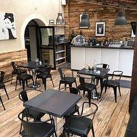Restaurant très agréable ! Nouvelle décoration très jolie !! Terrasse spacieuse et élégante tout