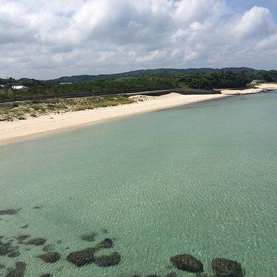 大浜海水浴  遠浅の海。干潮時には波模様が現れ、異空間の中にいる気持ちになります。