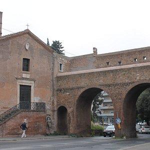 Chiesa di Santa Maria del Buon Aiuto nell'Anfiteatro Castrense