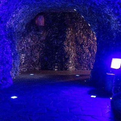 Amethyst-Grotte mit geweihtem Buddah