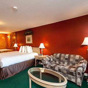 The Deluxe King Room with Jacuzzi at the Knights Inn - Huntsville