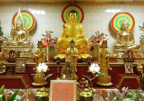 Autel dédié à Bouddha, dans un des deux temples