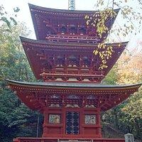 三重塔:朱色のきれいな建物です