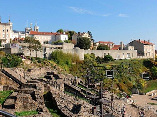 Vista del Museo Gallo-Romano dal teatro Romano sulla collina di Fourvière