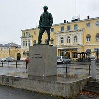 Carl Adolf Dahl Statue