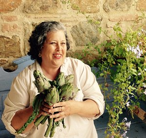 come and cook with me! I offer weeklong programs in Tuscany but also other regions, such as Sici