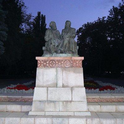 マルクス&エンゲルスの像